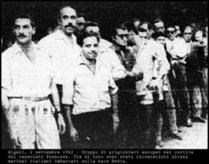 prigionieri-al-consolato-francese-fra-cui-sono-riconoscibili-alcuni-marinai-della-Hedia-300x235