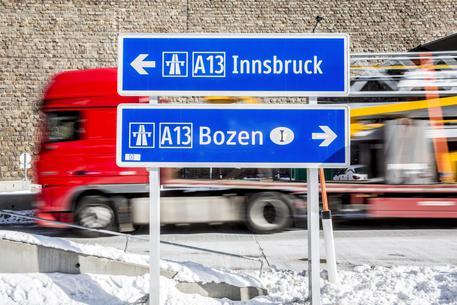 Migranti: iniziati lavori barriera Brennero