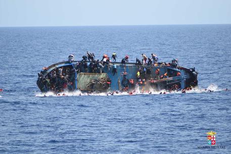 MIGRANTI, ONU: 880 MORTI IN NAUFRAGI DELLA SCORSA SETTIMANA