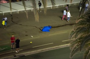 Foto LaPresse/Gian Mattia D'Alberto 14-07-2016, Nizza (Francia) cronaca Strage sulla Promenade des Anglais a Nizza nella foto: camion sulla folla aNizza - le vittime e i soccorsi Photo LaPresse/ Gian Mattia D'Alberto 14-07-2016, Nice - France newsMassacre on Promenade des Anglais in Nice - France In the picture: Kanako Watanabe JPN