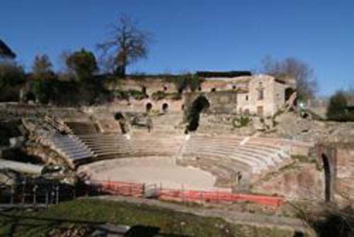 Teatro e tempio nell'area archeologica della città antica a Teano (Caserta), uno dei beni in pericolo entrati nella lista rossa di Italia Nostra. Roma, 19 ottobre 2016. ANSA/ UFFICIO STAMPA +++EDITORIAL USE ONLY - NO SALES+++