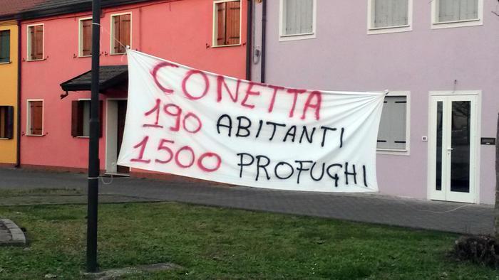 Uno striscione esposto in seguito alla protesta avvenuta nel centro di prima accoglienza di Cona (Venezia), 3 Gennaio 2016. ANSA / MICHELE GALVAN