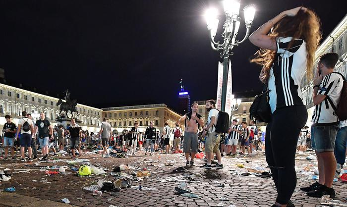 San Carlo's Square in Turin after the panic scenes (presumably for a false alarm) where Juventus' supporters are watched the UEFA Champions League final soccer match Juventus FC vs Real Madrid CF, Italy, 03 June 2017. ANSA/ALESSANDRO DI MARCO