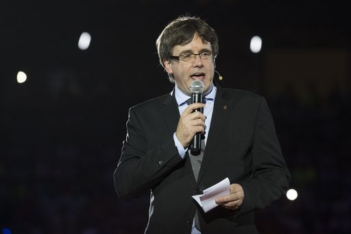 Catalan regional president Carles Puigdemont speaks during the official launch of the Catalan main separatist parties' campaign for an independence referendum, at the Tarraco arena in Tarragona on September 14, 2017.  Catalan separatists launched their campaign today for a banned independence referendum in front of thousands of cheering supporters, despite growing desquiet in Spain as pressure mounts to stop the vote at all cost. / AFP PHOTO / Josep LAGO