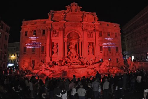 Roma 29-4-2016 Aiuto alla chiesa che soffre Fontana di Trevi si tinge di rosso Ph: Cristian Gennari