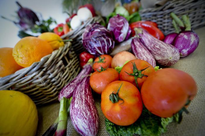 Pomodori e melenzane tra i prodotti della dieta Mediterranea. ANSA / CIRO FUSCO