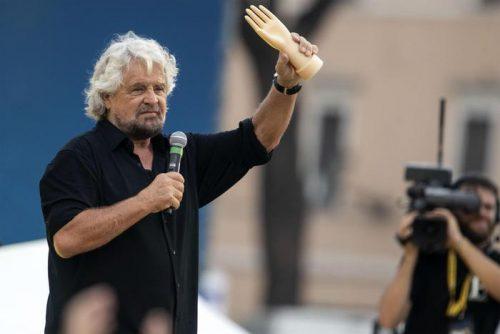 Beppe Grillo sul palco di Italia 5 Stelle al Circo Massimo, Roma, 21 ottobre 2018. ANSA/MASSIMO PERCOSSI