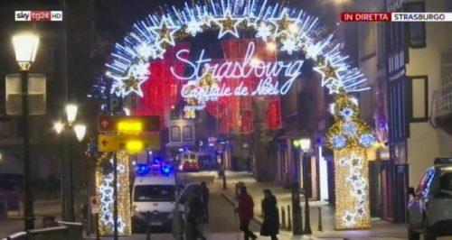 Spari in un mercato di Natale a Strasburgo, in Francia, 11 dicembre 2018.  ANSA/SKY ++ NO SALES, EDITORIAL USE ONLY ++ NO TV USE ++