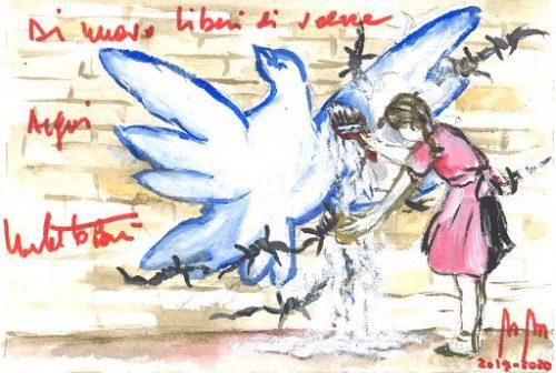 """Roma, 17 dic. (askanews) - Una bimba munita di pennello e vernice bianca si destreggia per cancellare un filo spinato che trova attorcigliato ad una colomba dipinta su un muro. La bambina con una pennellata fa sparire il grigio del filo spinato da un'ala, elimina una macchia dal petto, corregge uno o due riflessi che le rimanevano attorno. A poco a poco riesce a liberare la colomba dalla morsa soffocante che la imprigiona quasi a stritolarla. Alla fine non rimarrà più nulla e la colomba si alzerà in volo di nuovo libera. Questo murales dipinto su carta è il soggetto degli auguri natalizi di Umberto Bossi. Sul muro scrive il suo personale messaggio augurale: """"Di nuovo liberi di volare. Auguri. Umberto Bossi"""". Fu proprio Bossi veva inaugurato la moda dei manifesti e delle scritte sui muri delle autostrade e dei vecchi edifici intuendone da subito il forte impatto e la potenza comunicativa. Tutti hanno la possibilità di vederli. Provvisto di pennelli e secchi di vernice, si recava a creare i suoi murales diventando di fatto il precursore dei moderni graffiti writer, i graffitari, quando ancora i muri non erano di moda. Fu lui che coniò lo slogan:"""" i muri sono il libro dei popoli"""". In seguito, sempre al fianco dei graffitari della Street Art li difese dalle norme punitive nei loro confronti. Il consueto biglietto natalizio - ogni anno fatto preparare ad hoc, dipinto su carta, fatto stampare e inviato a militanti e istituzioni - giunge alla ventiquattresima edizione. Una pennellata di colore scarlatto a far veicolare il suo esclusivo slogan augurale:"""